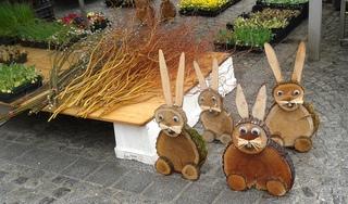 Osterhasen aus Baumscheiben - Hase, Baumscheiben, Ostern, Dekoration, Osterhase, basteln, sägen, schleifen, werken, Holzarbeit