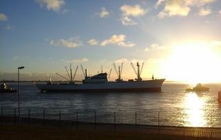 Cap San Diego - Frachter, Stückgutfrachter, Denkmal, Museumsschiff, Ladebaum, Ladegeschirr, Schlepper