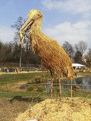 Skulptur aus Stroh#4 - Skulptur, Stroh, Strohskulptur, Kunst, Kunstwerk, Storch, Tier, Nahrungsaufnahme