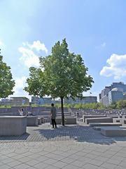 Berlin Holocaust-Mahnmal #3 - Mahnmal, Stelen, Quader, Gassen, Juden, Berlin, Architektur, Holocaust, Steinblock, Denkmal, Judenvernichtung, Nationalsozialismus, Geschichte