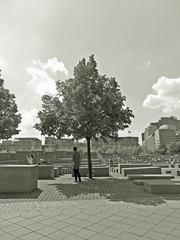 Berlin Holocaust-Mahnmal #3 sw - Mahnmal, Stelen, Quader, Gassen, Juden, Berlin, Architektur, Holocaust, Steinblock, Denkmal, Judenvernichtung, Nationalsozialismus, Geschichte