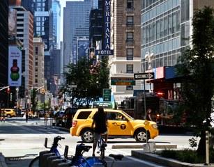 New York, Times Square 2014 - New York, Fußgängerzone, Platz, berühmt, USA, New York City, NY, NYC, Manhattan, Downtown, Amerika, Hochhäuser, City, Verkehr, Straße, Platz, Sehenswürdigkeit, Großstadt, Metropole, Straßenverkehr, Reklame, Werbung, sight, Yellow cabs, Taxi, Straße