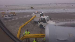 Enteisung der Turbinen eines Flugzeugs - Flugzeug, Sicherheit, Eis, enteisen