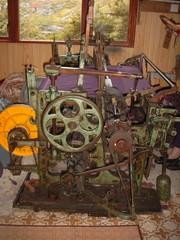 Alter Webstuhl in einer Tweedweberei - Webstuhl, Tweed, Tweedweberei, alt, Insel Harris, Schottland, Hebriden, Technik, weben, Weberei