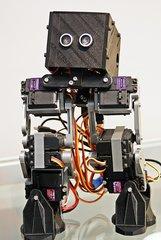 Roboter - Symbol technischen Fortschritts - Roboter, Maschine, Automat, automatisch, technisch, Technik, mobil, mechanisch, Apparatur, arbeiten, Arbeit, Symbol, drucken, 3D Drucker, Druckerzeugnis, Kunstoff, beweglich, Bauteile, Teil, Kunst, Technik