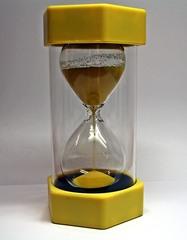Sanduhr #2 - Sanduhr, Eieruhr, Zeit, Zeitmesser, Uhr, Sand, Minuten, messen, Dauer, Illustration, rieseln, laufen, Glas, gelb, laufend