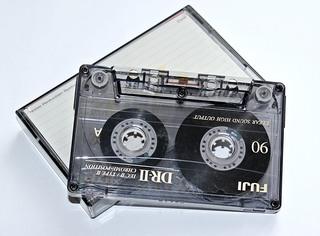Musik-Kassette - Audio, Medium, Medien, Musik, Aufzeichnung, Tonsignale, technisch, Technik, Magnetband, Kassette, Tonträger, elektromagnetisch, abspielen, Recorder, Datenspeicherung, Tonband