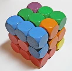 Soma-Würfel bunt - Geduldspiel, Würfel, regelmäßiges Hexaeder, zählen, Spiele, spielen, Wahrscheinlichkeit, Kubus, Körper, geometrisch, Seiten, Kanten, Ecken, Quadrate, Illustration, rechnen, gestalten, bauen, Holz, Oberfläche, Volumen, Mathematik