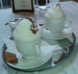 Cappuccino - Kaffee, Cappuccino, zwei, Serviervorschlag, Kaffeetasse, Tasse, Genuss, Getränk, Heißgetränk, Milchkaffee, trinken, Milch, Milchschaum
