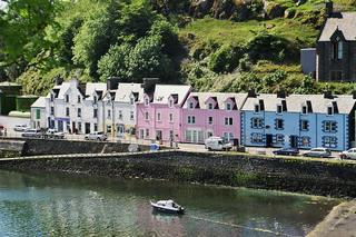 Hafengebiet des Städtchens Portree - Portree, malerisch, Städtchen, Skye, Hebriden, Schottland, water front, Kai, Häuserzeile