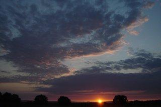 Sonnenuntergang - Sonnenuntergang, Wolken, Abend, Meditation, Horizont, Himmelserscheinung, Sonne, Abendrot
