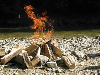 Lagerfeuer - Feuer, Lagerfeuer, Hitze, heiß, Flamme, brennen, Lager, Flammen, lodern, Lichtquelle, Wärmequelle, Schreibanlass, hell
