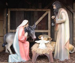 Weihnachtskrippe - Weihnachten, Krippe, Ochse, Esel, Tiere, Maria, Josef, Jesus, Kind, Baby, Eltern, Figuren, Darstellung, Christkind, Futtertrog, Geburt, Weihnachtsgeschichte, biblische Szene
