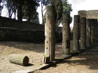 Pompeji - Säulen - Antike, Säulen, Säule, Ruinen, Bäume, Italien, Pompeji, alt, Vesuv, Römer