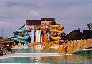 Wasserrutschen - Wasser, Rutsche, Spaß, Pool, baden, nass, Vergnügen, bunt, Riesenrutsche, Wasserrutsche