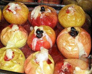 Bratäpfel - Bratapfel, Weihnachten, Duft, süß, kochen, backen, Nüsse, Rosinen, Zucker, Zimt, Apfel
