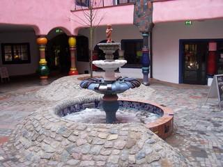 Hundertwasser-Brunnen - Hundertwasserhaus, Hundertwasser, Brunnen, Magdeburg, Grüne Zitadelle