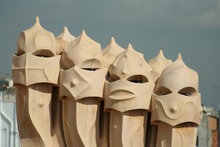 Schornsteine auf dem Dach der Casa Milá - Gaudí, Barcelona, Modernismo, Pedrera, Schornstein, Kaminöffnungen, Skulptur, Gebäude, Modernismus, Eixample, Modernisme Català, Katalonien, Jugendstil, Art nouveau, Fantasmen, Meditation, Schreibanlass