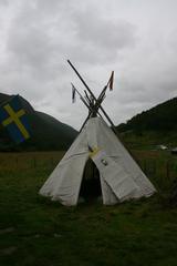 Sommerzelt der Samen - Nomaden, Zelt, Sommer, Touristen, Lebensweise, Rentierleder, Fahne, Norwegen, Samen, Polartag
