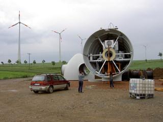 Windkraftwerk im Aufbau - Windkraftwerk, Gondelkopf, Technik, Technisches Bauwerk, regenerative Energie, Windrad, Windpark, Energie, Energiegewinnung, Elektrizität, Kraftwerk, Windkraft, Windenergieanlage, Rotor, Strom, Windkraftwerk, Durchmesser, Kreis, Querschnitt