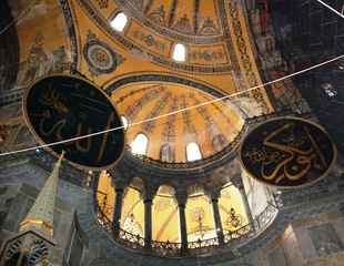 Hagia Sohia - Istanbul - Blick zur Empore und Kuppel - Türkei, Istanbul, Osmanisches Reich, byzantinische Baukunst, Islam, Religion, Weltreligion, Kirche, Minarett, Geschichte, Geografie