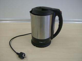 Wasserkocher - Wasserkocher, Küchengerät, erhitzen, kochen, Wasser, Tauchsieder, Edelstahl, Kabel, Stecker, Elektrogerät, Energie, Wärmewirkung, sieden, filtern, filtrieren