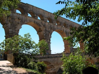 Pont du Gard - Frankreich, Südfrankreich, Römer, Architektur, antike Architektur, Wasserleitung, Aquädukt, Brücke, Arkaden, Perspektive, Fluchtlinie