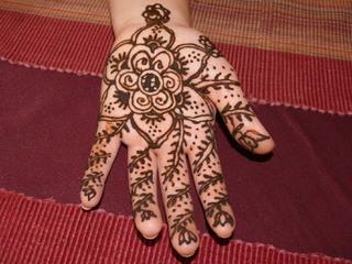 Hennatattoo #2 - Henna, Tattoo, Henna-Tattoo, Henna-Malerei, Bemalung, Hautbemalung, Schmuck, Körperschmuck, Körperbemalung, Körpermalerei, Bodypainting, Tuschtätowierung, temporäre Tätowierung, Pflanzenfarbe, Naturfarbe, Indien, Muster, Kunst, Körperkunst, floral