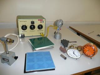 Messung von Radioaktivität in Weckern etc. - Physik, Radioaktivität, Zählrohr, Kacheln, Steine, Wecker, knacken, Strahlung, Messgerät