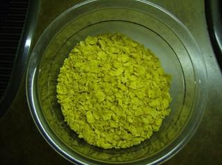 Knusperflocken #3 - Knusperflocken, Cornflakes, zerbröselt, Schüssel