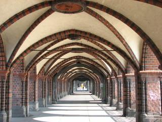 Berlin - Oberbaumbrücke - Brücke, Klinkerstein, Kreuzberg, Friedrichshain, Industriedenkmal, Wahrzeichen, Perspektive, Fluchtpunkt