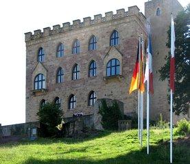 Hambacher Schloss - Schloss, Hambach, Hambacher Fest, 1832, Symbol, Demokratie, Demokratiebewegung, Burschenschaften, schwarz rot gold