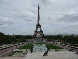 Der Eiffelturm - Eiffelturm, Paris, Sehenswürdigkeit, Turm, tour Eiffel, Wahrzeichen, Symbol, Stahlfachwerkturm, Stahl, hoch