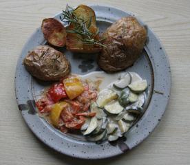 Rosmarin-Kartoffeln mit RatatouilleGemüse - Rosmarin, Kartoffeln, Ratatouille, Zucchini, Paprika, vegetarisch
