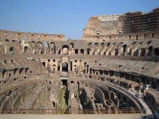Rom - Kolosseum - Italien, Rom, Sehenswürdigkeiten, Wahrzeichen, Römer, Geschichte, Gladiatoren, Amphitheater, Theater, Rundtheater, Ruine, Kolosseum, Colosseum, Geografie, Innenraum, Innenansicht