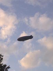Blimp und Wolken - Blimp, Wolken, Himmel, Luftschiff, Zeppelin, Helium, Auftrieb, Gas, schweben