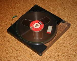 Tonbandspule - Technik, Tontechnik, magnetisch, Tonträger, veraltet, Tonband, Magnetband, Magnetbandaufzeichnung, MAZ, Magnetfeld, Elektromagnetismus, Physik