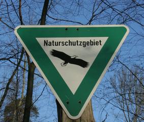 Schild- Naturschutzgebiet - Schilder, Schild, Naturschutz, Ökologie, Naturschutzgebiet, Schutz, Tiere, Pflanzen, biotope, Moorlandschaften, Heideflächen, Wälder, Gebirgslandschaften, Erhaltung Ökosysteme