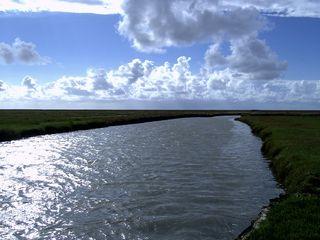Ein Priel im Marschland - Priel, Watt, Nordsee, Küste, St.Peter-Ording, Fluss, Marsch, Wolken