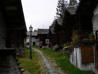 Walsersiedlung - Siedlung, Alpen, Walser, Walserdorf, Bergdorf, Siedlung, Blockhaus, Blockbau, Weg