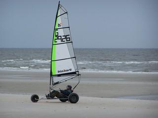 Strandsegler in St.Peter-Ording - Strandsegler, Strand, Segler, Meer, St.Peter-Ording, Sport, Wind, Windkraft, Bewegung