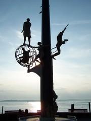 Magische Säule auf der Hafenmole  - Bodensee, Hafen, Meersburg, See, Abend, Magische Säule, Hafenmole, Plastik, Schiffsanlegestelle, Kunstwerk, Silhouette