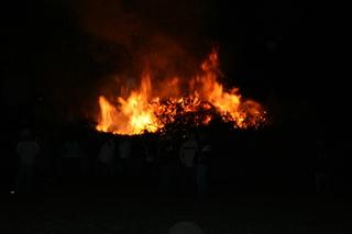 Osterfeuer 1 - Ostern, Osterbrauch, Ostersonntag, Ostermontag, brennen, Feuer, Ostersamstag, Kult, Winter austreiben, heiß, Flammen, Verbrennung, Oxidation, lodern, verbrennen