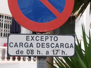 Verkehrszeichen in Spanien #1 - Verkehr, Schild, Verkehrszeichen, Halteverbot, Spanien, spanisch, laden, entladen
