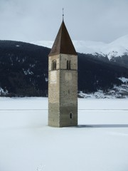 Reschensee mit Kirche - Südtirol, Alpen, Stausee, Kirche, Kirchturm, Italien, Reschenpass, Passstraße, Alto Adige, Winter, Schnee