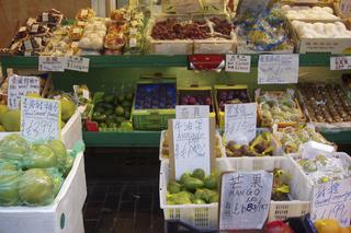London - Chinatown Chinesischer Gemüsestand - London, Chinatown, chinesische Schriftzeichen, Großbritannien, Stadtteil, Einkauf, Obst, Gemüse, Händler