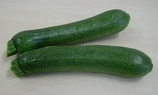 Zucchini - Zucchini, Gemüse, Kürbisgewächs, grün, zwei
