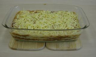 Lasagne #5 - Lasagne, Auflauf, Auflaufform, einschichten, Bechamelsoße, Lasagneplatten, Nudelplatten, Auflaufform, vorgebacken, Käse, Reibekäse
