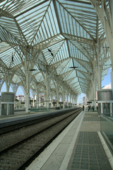 Bahnhof Oriente  Lissabon - Dachkonstruktion - Architektur, modern, Bahnhof, Gleise, Dachkonstruktion, Gare do Oriente, Ostbahnhof, Lissabon, Schienen, parallel