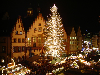 Weihnachtsmarkt in Frankfurt - Weihnachtsmarkt, Frankfurt am Main, Römer, Tannenbaum, Weihnachtsbaum, Tanne, Nacht, Beleuchtung, Christkindlmarkt